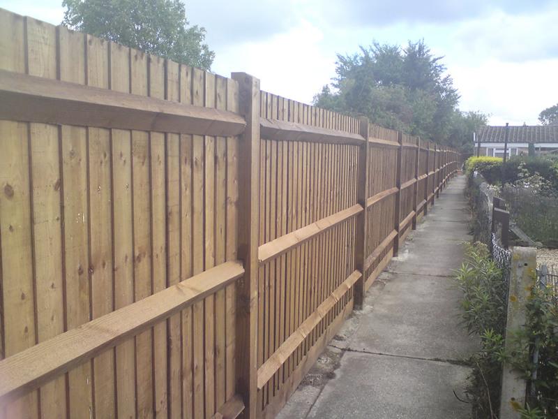 Image closeboard fencing4